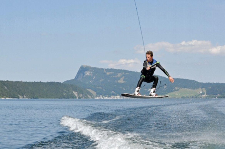 Les meilleurs Wakeboarders suisses sur le Lac de Joux – Un week-end vraiment «show»
